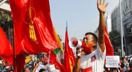 Η αστυνομία χρησιμοποιεί αντλίες νερού εναντίον διαδηλωτών