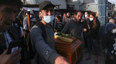 Το τελευταίο αντίο στον καλλιτέχνη του δρόμου που σκοτώθηκε από πυρά αστυνομικού