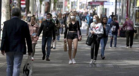 Ένας στους έξι πολίτες πιστεύει ότι ο κορωνοϊός δεν είναι πιο επικίνδυνος από τη γρίπη