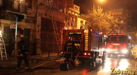 Φωτιά σε ακατοίκητο κτήριο στο Θησείο