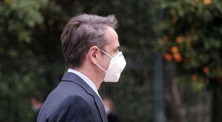 Στο εμβολιαστικό κέντρο Αμαρουσίου ο πρωθυπουργός