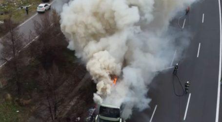 Ολοκληρώθηκε η κατάσβεση της πυρκαγιάς που ξέσπασε σε λεωφορείο επί της Aθηνών-Λαμίας