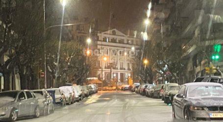 Ολονύκτια χιονόπτωση στη Θεσσαλονίκη
