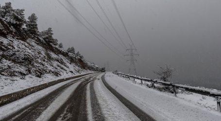 Μόνο με αλυσίδες κινούνται τα αυτοκίνητα στην Ανατολική Μακεδονία και την Ξάνθη