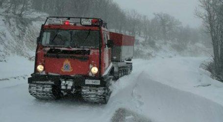 Επιχειρήσεις διάσωσης τριών πολιτών από την πυροσβεστική λόγω έντονης χιονόπτωσης
