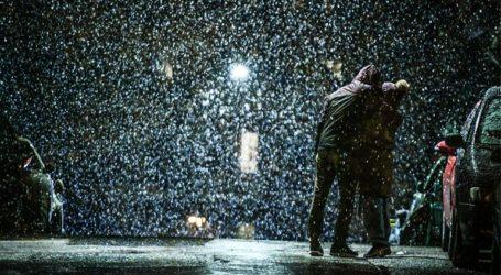 Έντονη χιονόπτωση και στο κέντρο της Αθήνας
