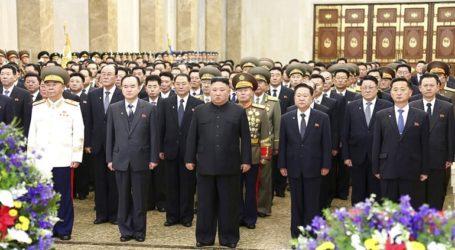 Η σύζυγος του Κιμ Γιονγκ Ουν εμφανίστηκε δημόσια για πρώτη φορά μετά από έναν χρόνο