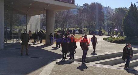 Ουρά χιλιομέτρου από πολίτες για δωρεάν rapid test στη Θεσσαλονίκη