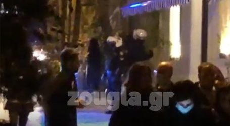 Απίστευτες εικόνες συνωστισμού κατέγραψε ο φακός του zougla.gr στου Ψυρρή