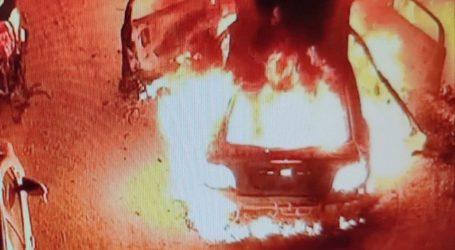 Άγνωστοι έβαλαν φωτιά σε αυτοκίνητο αστυνομικού στα Πετράλωνα