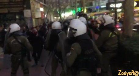 Άνδρες της αστυνομίας έριξαν χημικά σε δημοσιογράφους έπειτα από πορεία για τον Δ. Κουφοντίνα