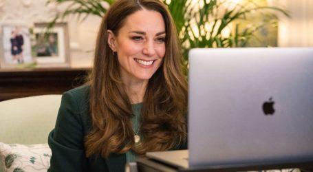 Το κρυφό μήνυμα της Kate Middleton πίσω από το χρυσό μενταγιόν της