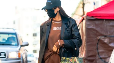 Η leather καπαρντίνα της Irina Shayk από τα Mango που μπορείτε να αποκτήσετε και εσείς