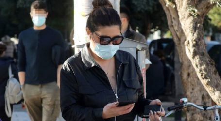 Έλενα Παπαρίζου: Με leather jumpsuit στη Γλυφάδα