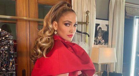 H Jennifer Lopez φωτογραφίζεται με pixie hair look για το περιοδικό Allure
