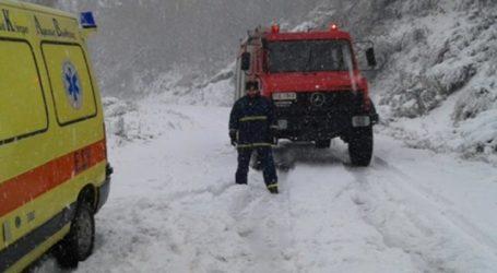 Σουρλίγκειο: Επέστρεψαν στο Νοσοκομείο Βόλου τρεις ηλικιωμένοι – Επιχείρηση του ΕΚΑΒ στα χιόνια