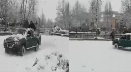 Μετέτρεψαν το πάρκο του Αλκαζάρ σε …αγωνιστική πίστα χιονιού (βίντεο)