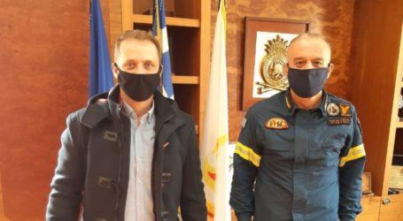 Στον αρχηγό του Πυροσβεστικού Σώματος ο πρόεδρος της Ένωσης Υπαλλήλων Πυροσβεστικού Σώματος Περιφέρειας Θεσσαλίας