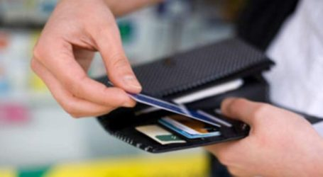 Λαρισαίος με περίσσια ανθρωπιά – Βρήκε «φουσκωμένη» τραπεζική κάρτα και έψαχνε εναγωνίως τον κάτοχό της