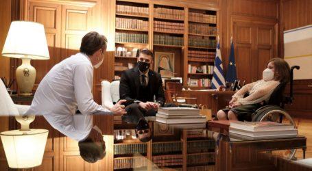"""Ελευθερία Τόσιου και Μάριος Γιαννάκος: Οι """"κατακτητές"""" της κορυφής του Ολύμπου συναντήθηκαν με τον Πρωθυπουργό"""