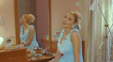 Είναι όλοι τους χαλβάδες: Τα «σπάει» η νέα διαφήμιση «Χαλβαδοποιίας Όλυμπος» με πρωταγωνίστρια την Κωνσταντίνα Σπυροπούλου (video)