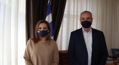 Με τον δήμαρχο Ελασσόνας συναντήθηκε η Στέλλα Μπίζιου