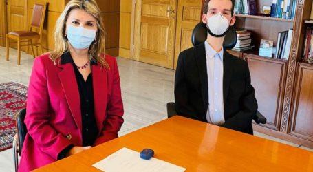 Η  Ζέττα Μακρή με τον Ευρωβουλευτή Στέλιο Κυμπουρόπουλο