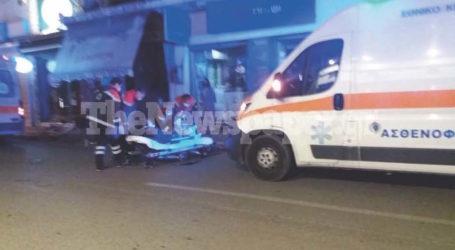 ΤΩΡΑ: Μηχανάκι παρέσυρε νεαρή στο κέντρο του Βόλου – Δύο τραυματίες [εικόνες]