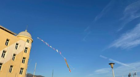 Πέταξαν χαρταετό στην παραλία του Βόλου [εικόνες]