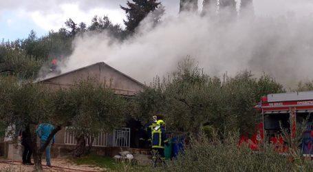 Φωτιά σε αγροικία στην Άλλη Μεριά [εικόνες]