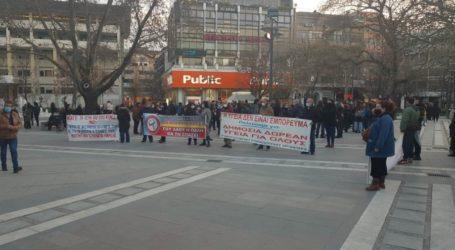 Συλλαλητήριο για τον ένα χρόνο πανδημίας από το Εργατικό Κέντρο Λάρισας (φωτό)
