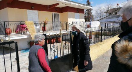 """Είδη πρώτης ανάγκης παρέδωσαν στους σεισμοπαθείς χωριών του δήμου Λαρισαίων αντιπροσωπεία της """"Λάρισα Μπροστά"""""""