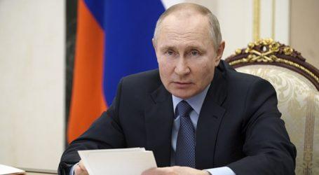 Ο Πούτιν απαίτησε να εντοπίζονται όσοι παρακινούν εφήβους να συμμετέχουν σε μη νόμιμες διαδηλώσεις