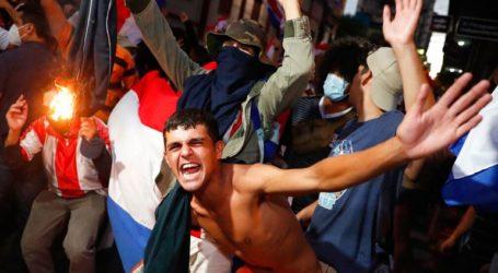 Συνεχίζονται τα επεισόδια μεταξύ διαδηλωτών και αστυνομικών αρχών