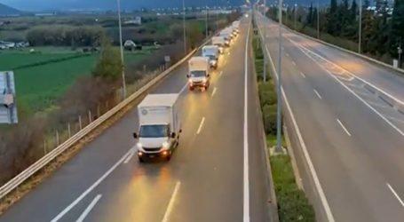 Φορτηγά με είδη πρώτης ανάγκης έφτασαν στις σεισμόπληκτες περιοχές της ΠΕ Λάρισας