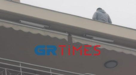 Θεσσαλονίκη: Άνδρας απειλεί να αυτοκτονήσει