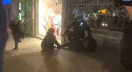 Ένταση μεταξύ αστυνομικών και δημοσιoγράφων στη Νέα Σμύρνη κατά τη διάρκεια προσαγωγής διαδηλωτή