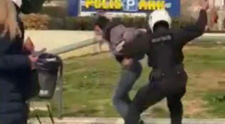 Σε διαθεσιμότητα ο αστυνομικός που χτύπησε με κλομπ τον φοιτητή στη Νέα Σμύρνη