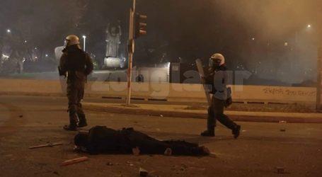 Συνελήφθη ο διαδηλωτής που «γκρέμισε» τον αστυνομικό από τη μοτοσικλέτα