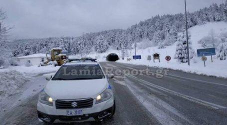 Έντονη χιονόπτωση στον δρόμο Λαμίας-Καρπενησίου