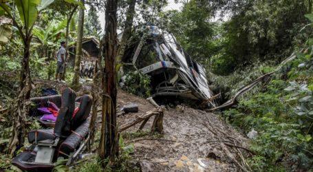 Ινδονησία: Λεωφορείο που μετέφερε μαθητές και γονείς έπεσε σε χαράδρα
