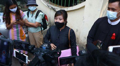 Δικαστήριο στη Μιανμάρ παράτεινε την κράτηση έξι δημοσιογράφων