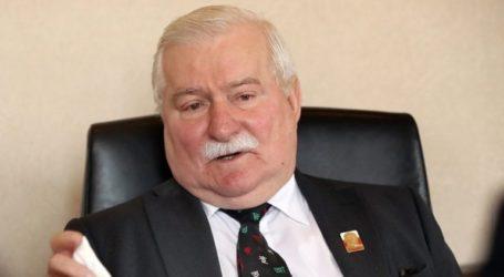 Ο Λεχ Βαλέσα αναγγέλλει την εισαγωγή του στο νοσοκομείο