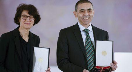 Με τον Mεγαλόσταυρo του Τάγματος της Αξίας τιμήθηκαν οι επικεφαλής της BioNTech