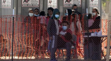 Περισσότεροι από 300 μετανάστες βρέθηκαν στριμωγμένοι μέσα σε φορτηγά
