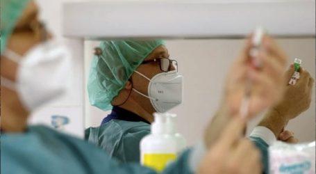 Ο μισός πληθυσμός των ενηλίκων έχει λάβει την πρώτη δόση του εμβολίου κατά του Covid-19