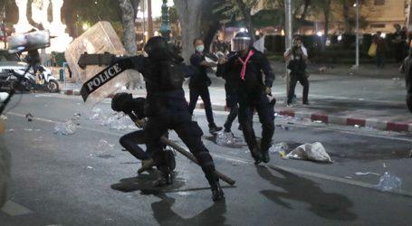 Η αστυνομία χρησιμοποίησε κανόνι ύδατος κατά διαδηλωτών που ζητούν αναθεώρηση του συντάγματος