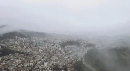 Απόκοσμες εικόνες της Λαμίας σκεπασμένης από την ομίχλη