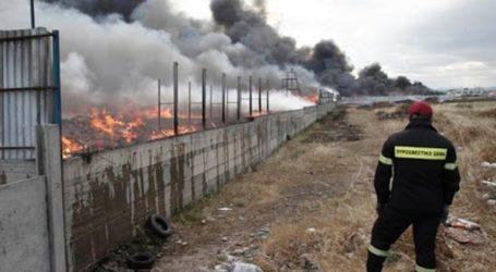 Πυρκαγιά σε εξέλιξη σε εργοστάσιο ανακύκλωσης στο Σχηματάρι