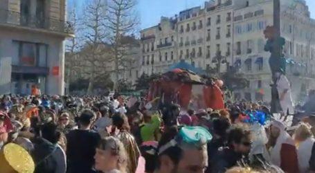 Παρά τις απαγορεύσεις, 6.500 νέοι κατέκλυσαν τη Μασσαλία για να γιορτάσουν το καρναβάλι